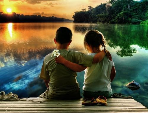 Ljudje smo kot angeli z eno perutjo, če hočemo leteli, se moramo objeti!