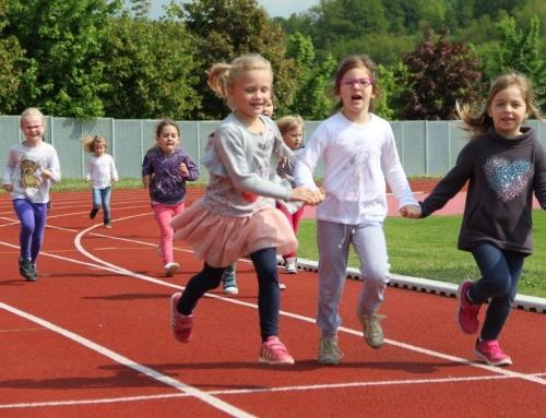 Mini olimpiada: Razposajeni otroci na Portovalu pregnali dež